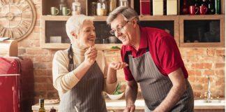 anziani in cucina