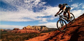 sportivo corre mountain bike montagne