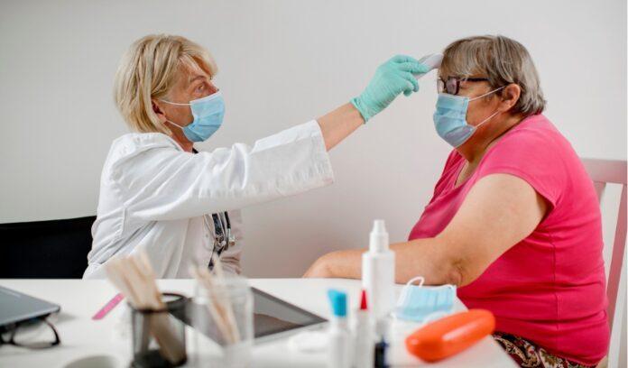 dottoressa paziente obesa mascherine misura temperatura