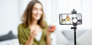donna video cellulare influencer nutrizione