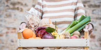 Cesta con frutta e verdura